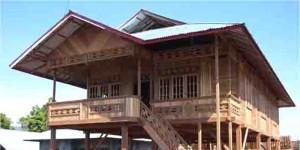 Rumah Kayu Khas Woloan Tomohon