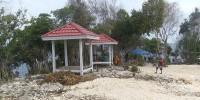 gazebo-pantai apparalang-bulukumba-sulawesi selatan